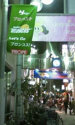 プロペ通りに緑色のバナー!