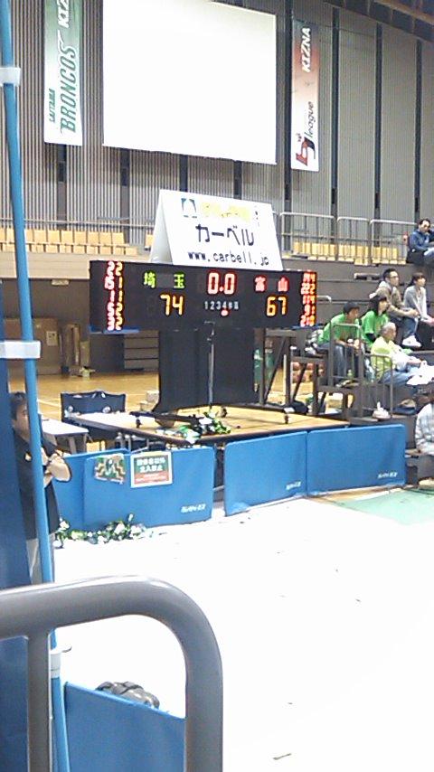 ホームゲーム最終戦、満員のアリーナで勝利。